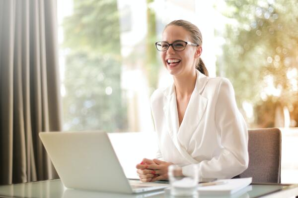 Woman sitting at desk with laptop participating in a virtual meeting | Global agency, BCD Meetings & Events