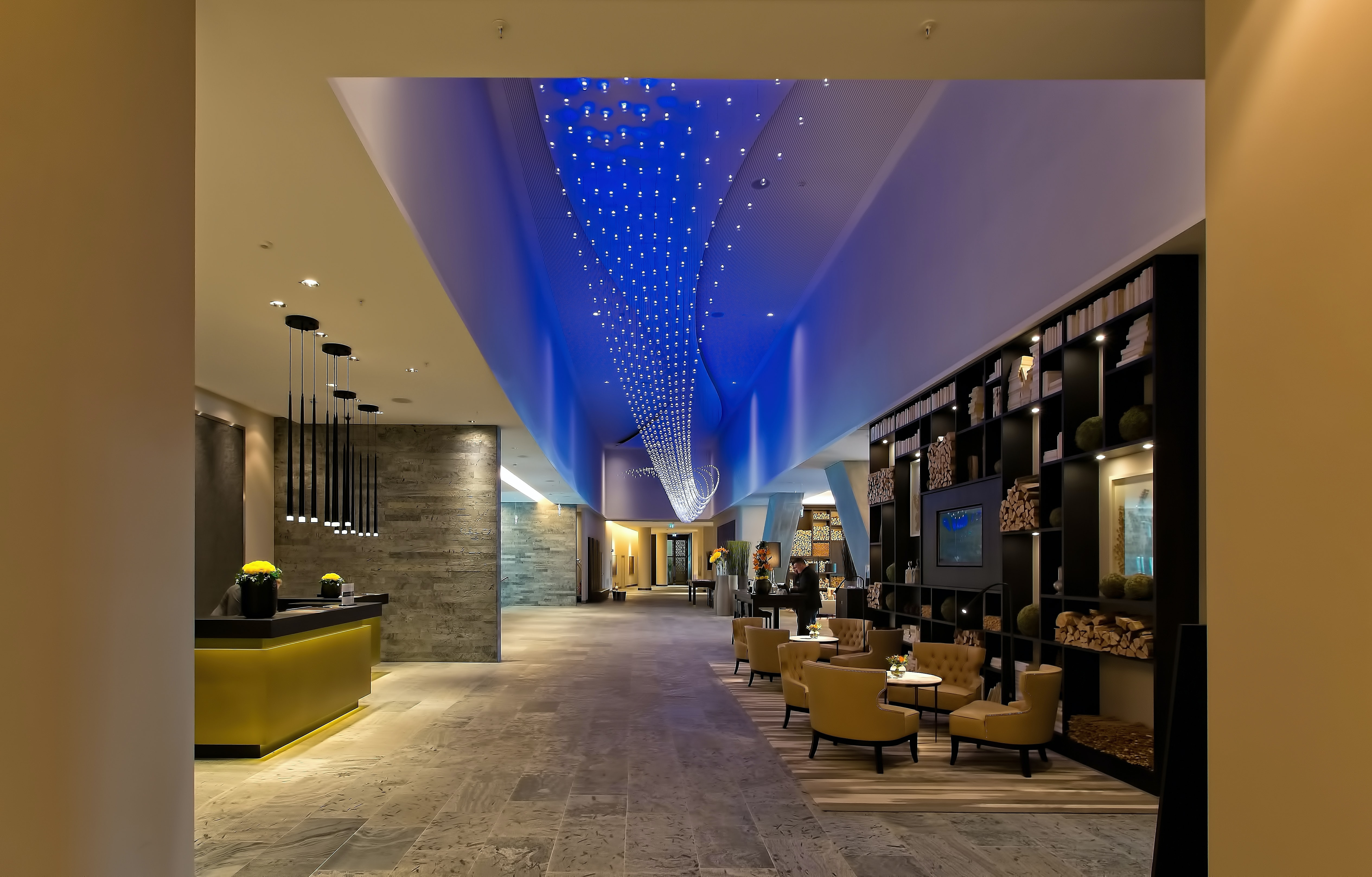 Hotel lobby, front desk and seating area | Global agency, BCD Meetings & Events